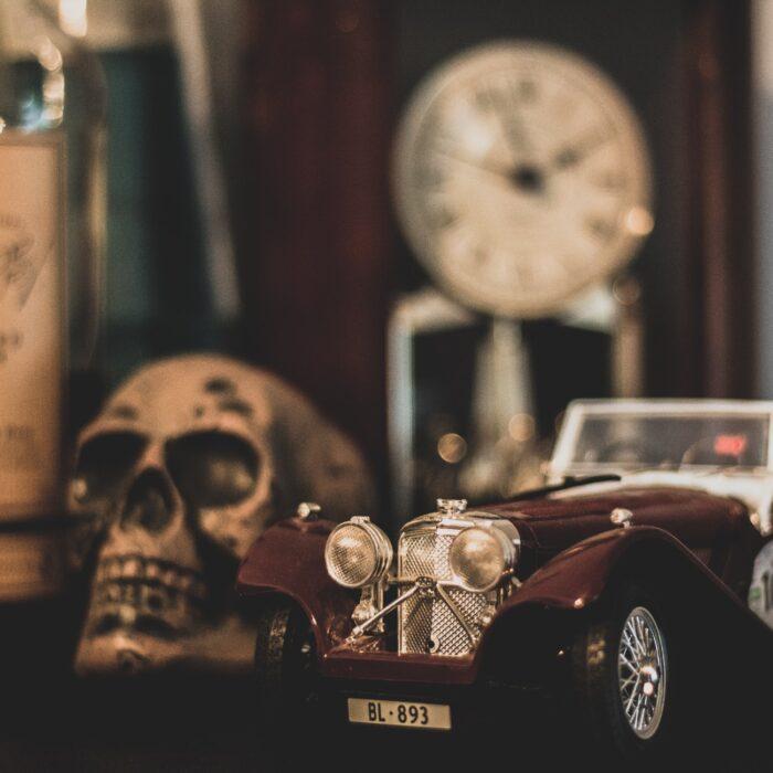 clock skull car